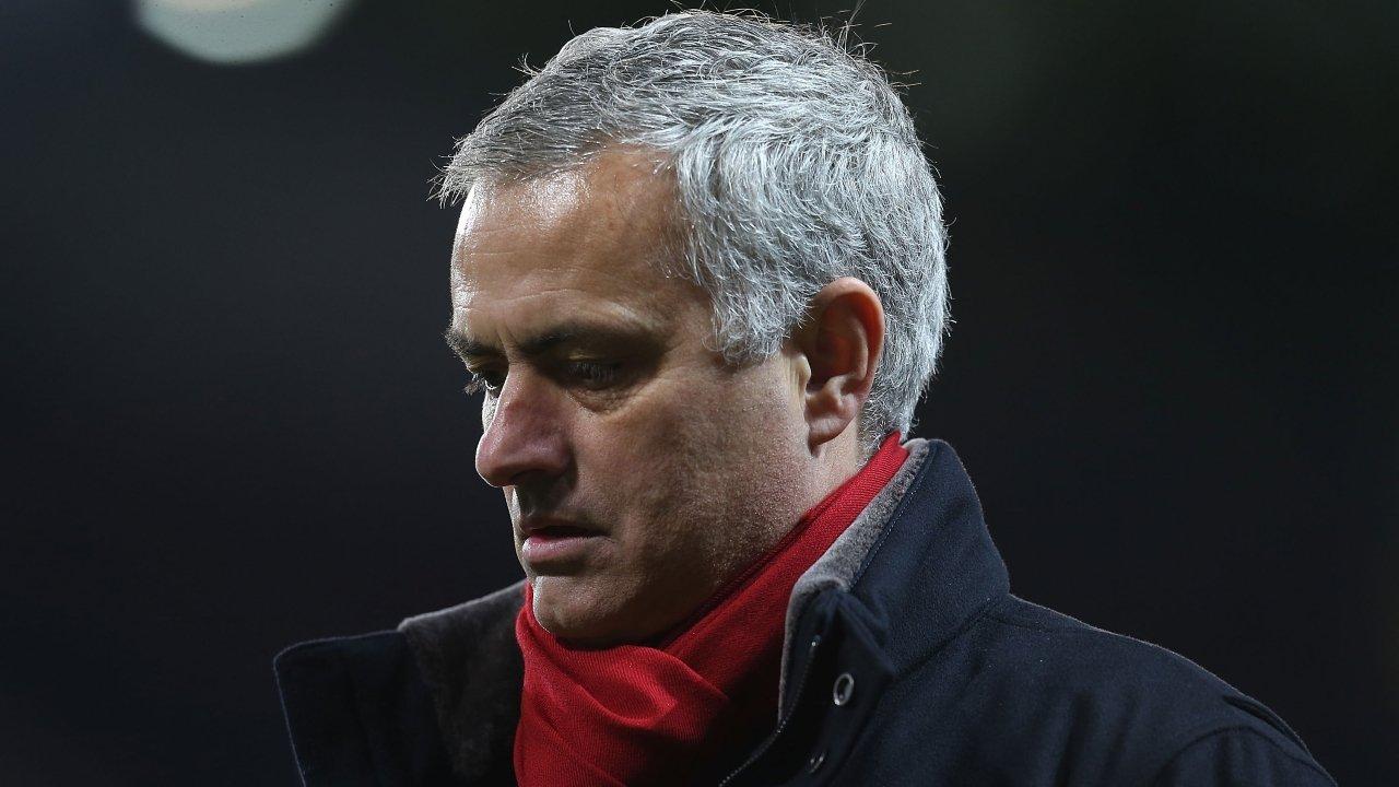 Vòi tiền chuyển nhượng Mourinho bị Wenger đá xoáy