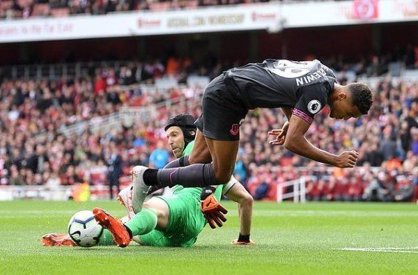 Arsenal gặp vấn đề về hàng phòng ngự