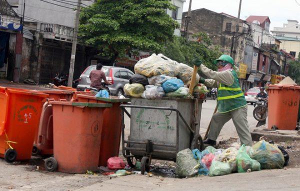 Hơn 1,900 lao động sẵn sàng tăng ca để xử lý rác thải dịp Tết