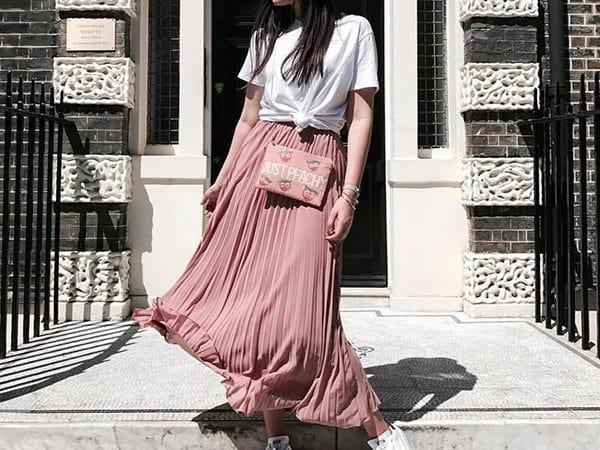 Đi tìm các kiểu áo mặc với chân váy xoè không lo lỗi mốt