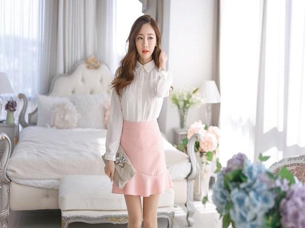 Chân váy hồng kết hợp với áo màu gì cho cô nàng ngọt ngào?