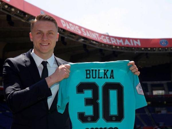 sao trẻ Marcin Bułka của PSG vừa gặp tai nạn giao thông