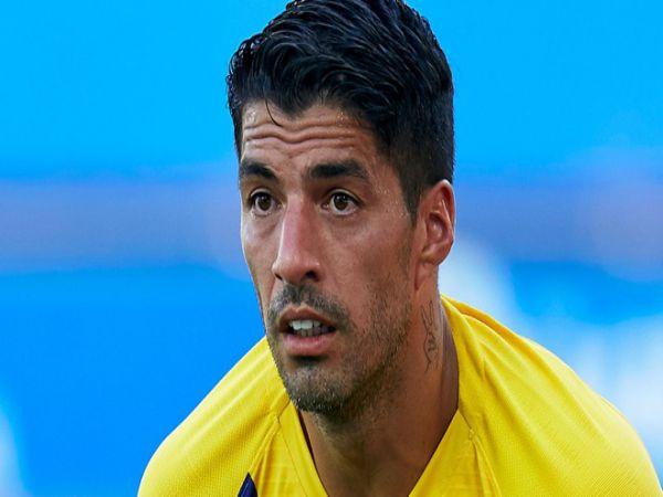 Tin bóng đá trưa 23/9: Suarez tức giận vì bị Barca ngáng đường