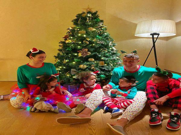 Tin bóng đá sáng 25/12: Ronaldo đăng ảnh ấm áp bên gia đình đêm Noel
