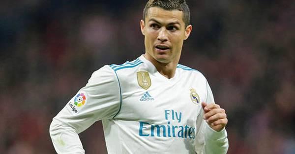 Ronaldo lập kỷ lục vào đội hình tiêu biểu của UEFA